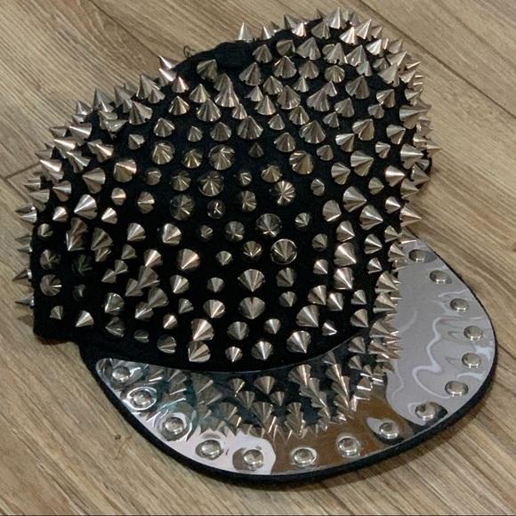 I🖤 fabulous studded cap